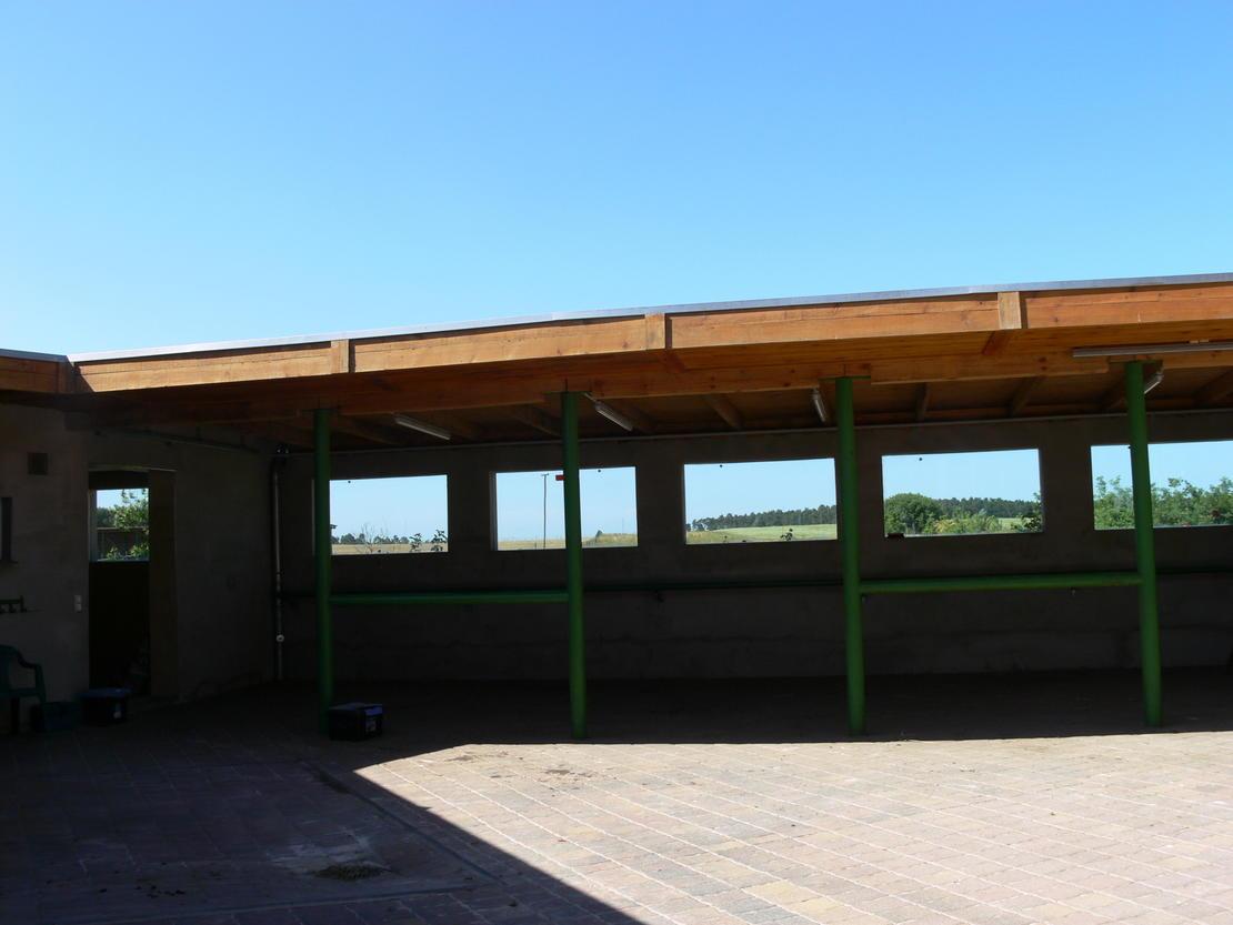 7. Aussenboxen - überdachter Putzplatz