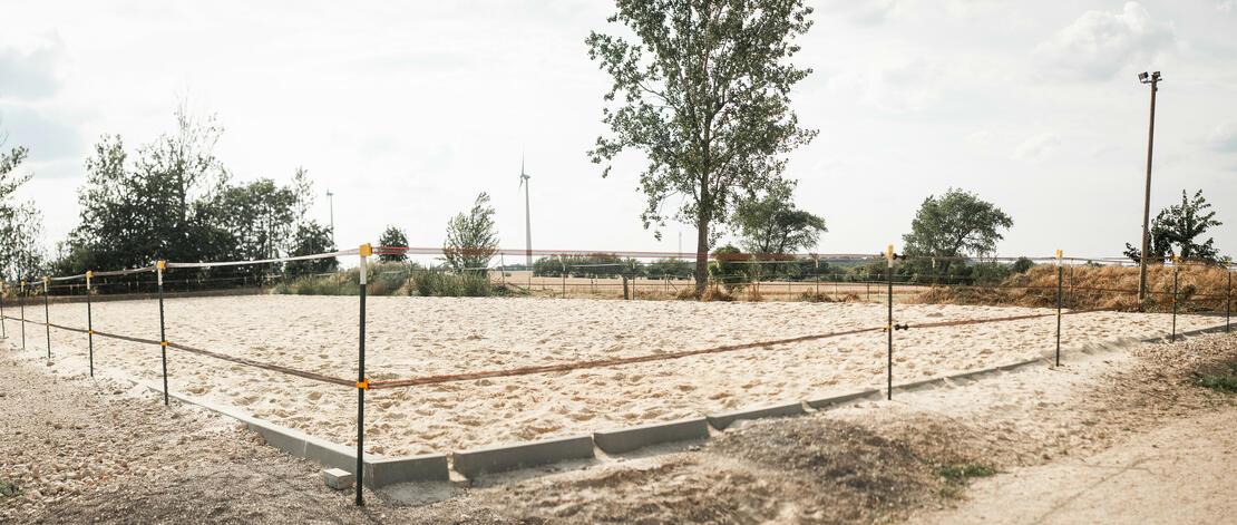 Sandplatz 60x30 mit Flutlicht